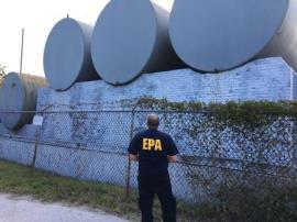 EPA Region 4 Emergency Rapid Response Services (ERRS) contractors remove propane tanks as part of the agency's Hurricane Irma response in Everglades City, Florida.  Teams of contractors under the direction of EPA are providing assistance to Collier County, Florida by managing large, orphan containers at the county collection center. – Photo credit: EPA