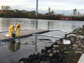 EPA responds to Bubbly Creek Oil Spill